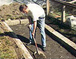 Vi gräver bort matjorden ca 1x5 m.
