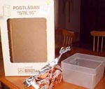 Råmaterialet: kartong, aluminiumfolie och godisbytta