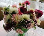 Glöm inte att njuta av dina dahlior nu, även i vaser inomhus!