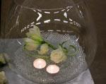 Glaskupa med rosor och amaryllis