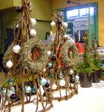 Ett arrangemang byggt av krokiga grenar