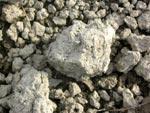 En hård lerkoka som får ligga över vintern smulas sönder när vattnet i den fryser till is och spränger kokan Den kommer att se ut som en mullvadshög. Ju styvare lera desto stabilare struktur, Den ogrävda leran fryser också och det bildas en god struktur.