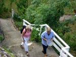 Anne-Marie till höger tillbringar mycket tid med att bära saker upp och ned för den långa trappan.
