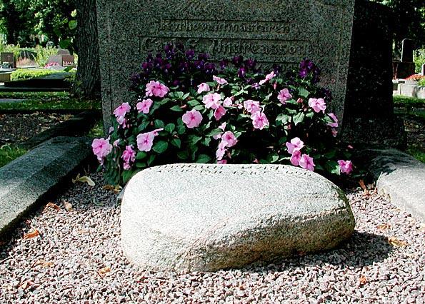 blommor till graven på våren