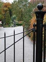 Humlebaek Kyrkogård i Danmnark, grind